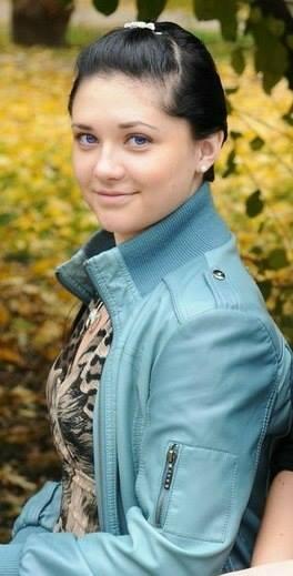 Медсестра Юлия Изотова, 21 год. Спасала раненых на блок-постах