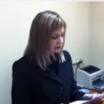 Снимок, сделанный в мае 2014 года: прокурор Крыма Наталья Поклонская зачитывает лидеру меджлиса Рефату Чубарову предупреждение об экстремистской деятельности. Наталья Поклонская предупреждает, что меджлис может быть распущен