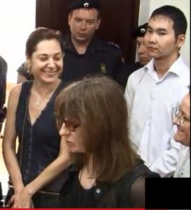 Неизвестная кликуша на слушании в Лефортовском суде пригрозила Владимиру Путину смертной казнью.
