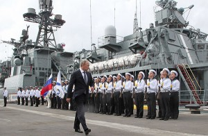 """Путин на большом противолодочном корабле """"Вице-адмирал Кулаков"""" в Новороссийске"""