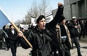 Татарские радикалы бежали из Крыма после воссоединения полуострова с Россией. В Сумах недовольны поведением беглецов из российского Крыма