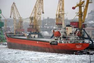 """За заход в Севастополь Украина осмелилась пока арестовать только судно островного государства. Сухогруз """"Кантон"""" не может выйти из Херсона."""