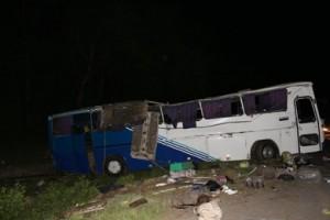 """Автобус марки """"Мерседес"""", следовавший рейсом Черновцы-Севастополь, перевернулся и упал в кювет."""