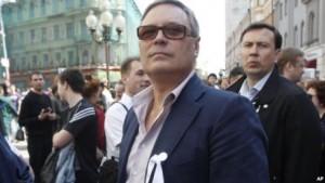 """Сегодня """"Миша 2%"""" носит белую ленту, борется с коррупцией и обещает вернуть Крым Украине"""