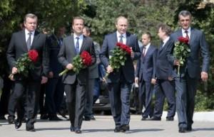 Вчера Владимир Путин и Дмитрий Медведев возложили цветы на Малаховом Кургане