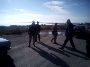 Правосеки обыскивали все автомобили, направлявшиеся в Крым и блокировали митинг недовольных
