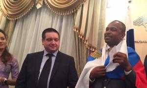 Американский боксер Рой Джонс получил сегодня российский паспорт