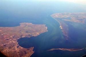 Керчь-Еникальский канал. Когда-то за проход по нему Украине требовала пошлину от российских судов. Сейчас украинские суда не смогут пользоваться каналом. Часть из них останется запертой в Азовском море.