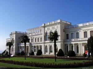В бывшей летней резиденции Романовых в Ливадии больше не звучат русофобские речи. Теперь здесь заседает Совет Безопасности России.