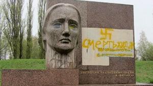 """В Полтаве осквернен мемориал """"Скорбящая мать"""""""