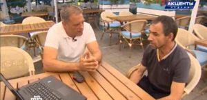 Порвавший с крымско-татарским батальоном Ислямова Эрнест Аблязимов дает интервью в Симферополе корреспонденту НТВ Олегу Крючкову