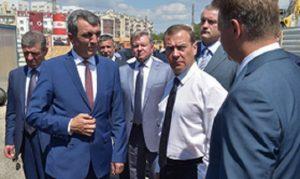 Медведев призвал руководство Крыма и Севастополя как можно скорее восстановить автодороги и построить новые