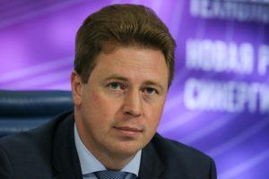 Сегодня в Севастополь прибывает новый руководитель администрации Дмитрий Овсянников. Он заменит Сергея Меняйло, которого отправляют в Сибирь