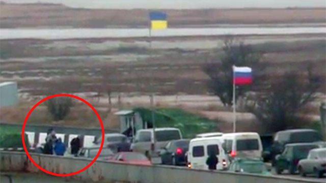 Скриншот с видео о похищении двух российских военных украинскими силовиками