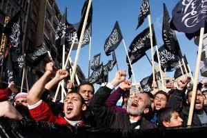 """Исламисская группировка """"Хизб-ут-Тахрир"""" запрещена во многих странах. На Украине она действует легально и использовалась в годы оккупации Крыма для дестабилизации обстановки на полуострове.. Этим же целям служил и меджлис."""