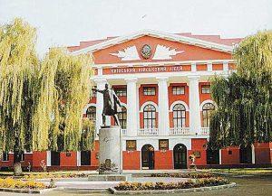 Бандеровская хунта решила снести памятник Суворову у военного колледжа в Киеве
