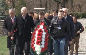 Германские политики и бизнесмены посещают немецкое кладбище в селе Гончарное, в Севастопольской районе
