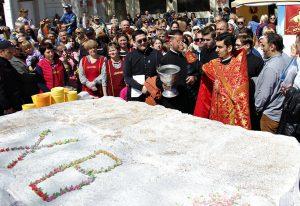 В Симферополе изготовили пасху весом в 250 кг