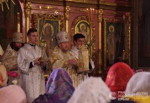 Митрополит Симферопольский и Крымский Лазарь совершает пасхальное богослужение