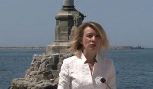Представитель МИД РФ Мария Захарова проводит брифинг перед памятникам затопленных кораблям в Севастополе